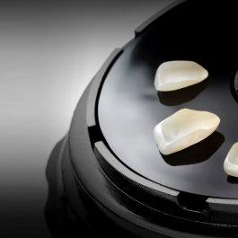 Veneer ME Miniset portacarillas gracias a veneerME, podrá llevar y enviar y también manipular sus carillas hiper-delicadas en las más altas condiciones de seguridad!